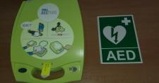 Zakoupili jsme nový AED (automatický elektrický defibrilátor) přístroj